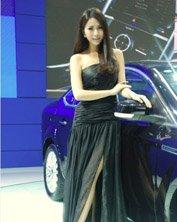 长腿车模黑裙高贵性感