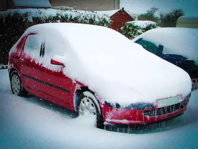 车上各种结冰怎么办?老司机教你用这几招!