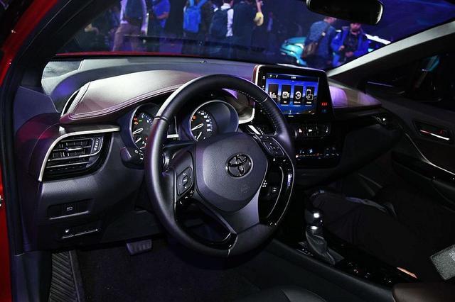 有颜值偏靠实力,丰田C-HR、奕泽IZOA强势搅局小型SUV市场