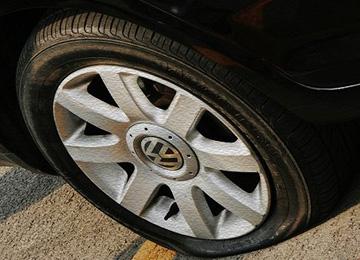 自燃和爆胎常发生 用车四大危机对策盘点