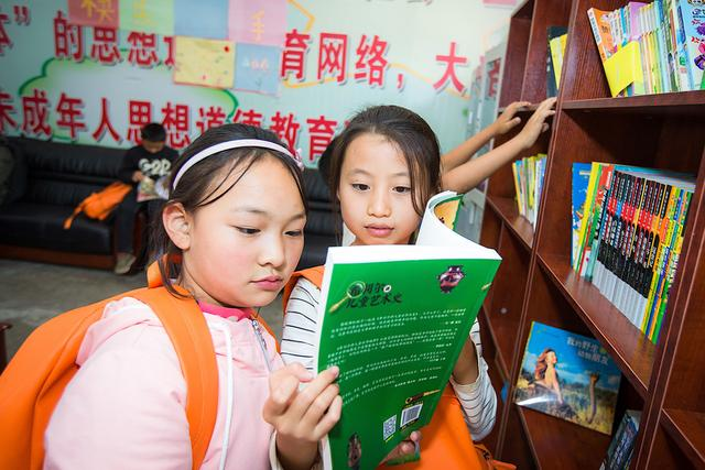 一汽-大众图书角为孩子们提供丰富的音乐、美术、体育等相关书籍