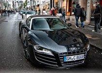 德国街拍身披雨露的奥迪R8 V10 Spyder
