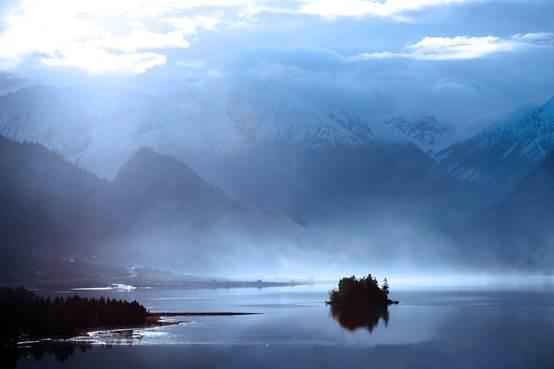 明仕亚洲msbet888藏东第一大湖然乌湖也是这样的一个湖