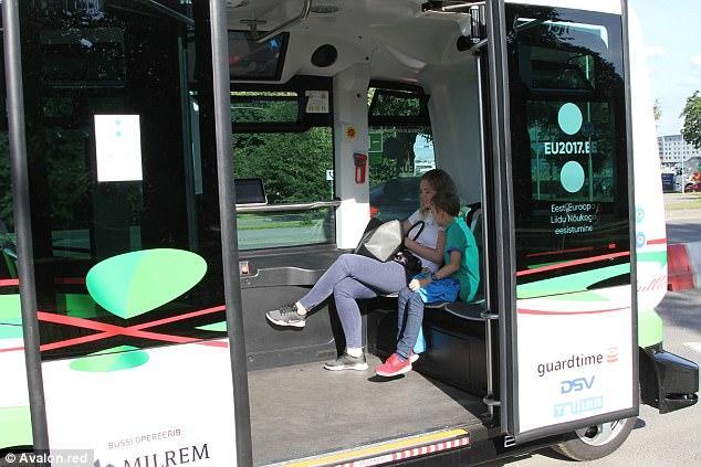 """爱沙尼亚无人驾驶公交车被曝多次""""小状况"""" -2"""