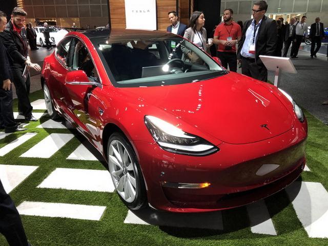 特斯拉入门级轿车 Model3亮相洛杉矶车展