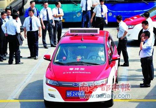 30辆纯电动出租车深圳上路 无燃油附加费