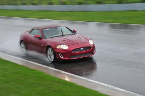 优雅而又激情的汽车 试驾捷报全新XFR/XKR