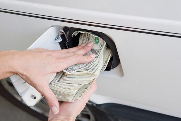 月入多少才养得起一辆10万的车?看完扎心!