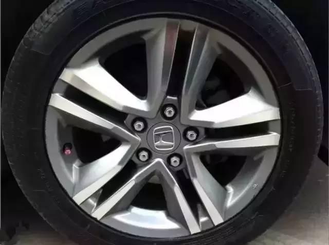 洗车后这个习惯 会让车子爆胎概率增大!