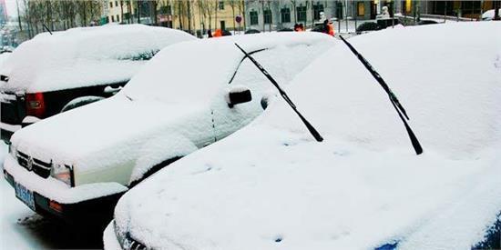 被懵了大半生 冰雪天停车不要立起雨刷器