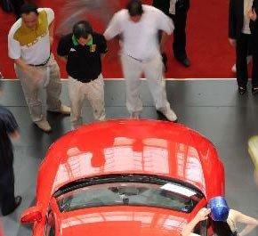上海车展规模全球最大 人气明星车模助阵