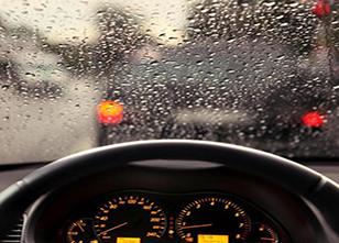 爱车注意雨天6个事项 每天都开新车