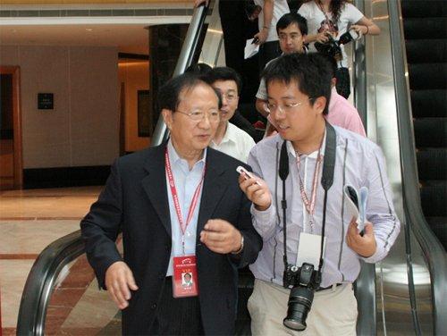 陈清泰:加强技术追赶 把握新能源汽车机遇