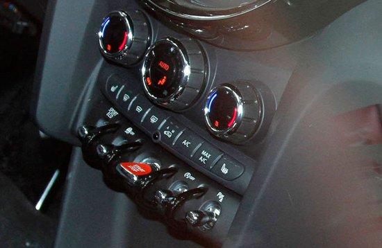 [海外车讯]MINI新一代Cooper五门版效果图