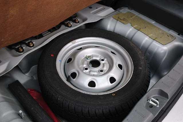 为啥大部分汽车厂家 都不给配全尺寸备胎?