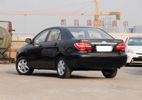 在本届广州车展期间,一汽丰田正式发布了2013款花冠,其售价区间为9.08-11.38万元。此次上市的新车共推出了同一种1.6升排量的5款车型供消费者选择,按配置来分,则有超值版、卓越版和豪华版3款不同配置车型可选。全系5款车型中,除超值版仅配备了手动挡车型外,其余车型均有手动、自动挡车型之分,以满足不同消费者的购车需求。