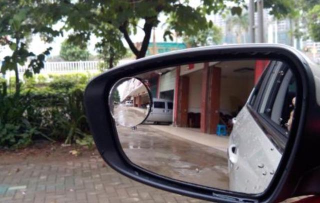有必要装小圆镜吗 粘哪个位置视野好
