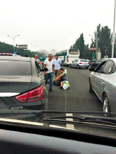 《每日猜车》第763期:司机故意刮倒交警