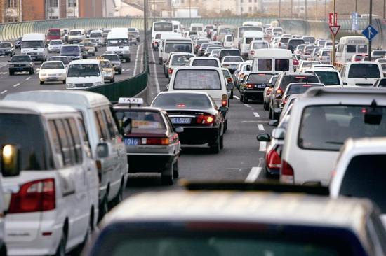 贾新光:明年汽车市场形势不容乐观