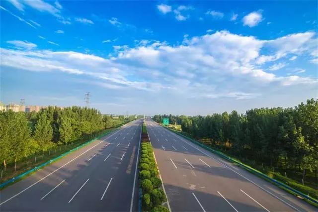 高速路龟速行驶惹人厌 新政将出或彻底杜绝陋习