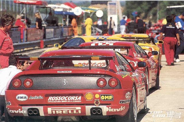 Ferrari Challenge Monza 2014 腾讯汽车御驾TOPCAR:这项赛事已经持续举办了23年,您认为是什么吸引了广大车主和观众对此项赛事持久的热情? Theo Mayer:我认为此项赛事是基于车主对法拉利这个品牌,对赛车这项运动的爱好而举办的,许多参赛选手并非职业,但他们可以通过这样一个赛事来充分体验专业车手的驾驶乐趣。而对于年轻的选手来说,法拉利挑战赛是一个很好的平台,让他们可以展示自己,并有机会参与到更专业,更高级别的赛事中去。 腾讯汽车御驾TOPCAR:对于选手来说,赛事会不会