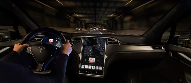 """十点一线:刚""""上天""""的特斯拉 又""""送来""""新自动驾驶功能"""