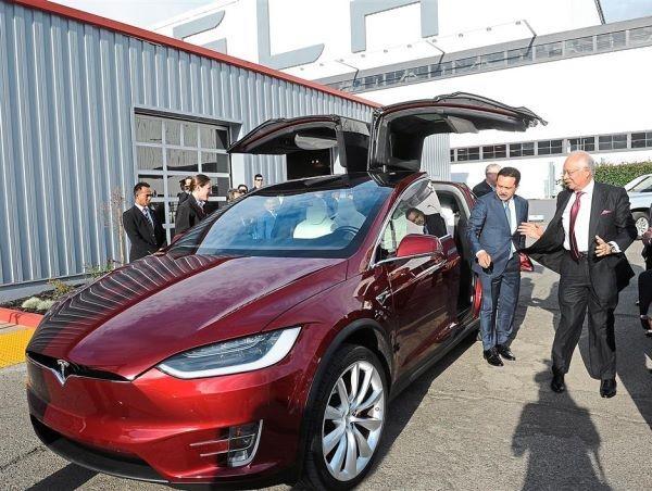 特拉斯六座Model S马来西亚亮相高清图片
