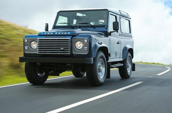 路虎卫士(Defender)是目前市场上屈指可数的纯正越野车,诞生于1990年的现款车型问世已经有20年了,尽管内在性能不断的在更新,但其外形还基本保留着20年前的老样子,但改变终究还是会到来