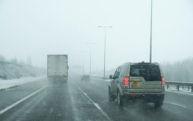 雨天能救命的开车技巧 有车一族多注意了!