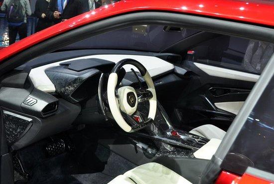 [新车解析]兰博基尼SUV概念车Urus首发亮相
