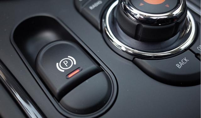 车速120公里如果刹车失灵,能用电子手刹吗?