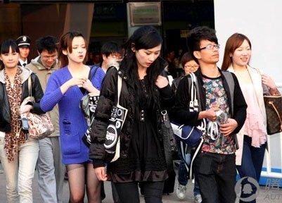 细数2011上海车展上的那些个名包和姑娘