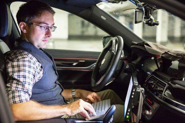英特尔CEO:自动驾驶汽车最迟将在2024年问世