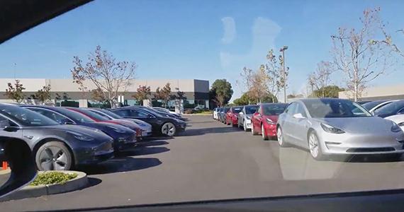 正式交付即将开始 数百辆特斯拉Model 3现身交付中心