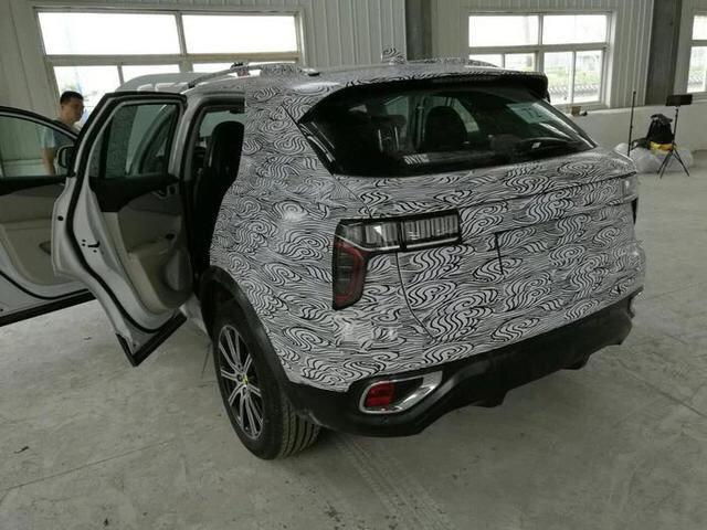 曝LYNK&CO首款SUV最新谍照 个性前脸很吸睛