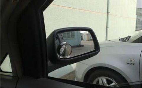 后视镜有必要装小圆镜吗 粘在哪个位置视野好