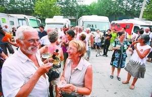 丝绸之路行 百名法国老人自驾房车抵北京