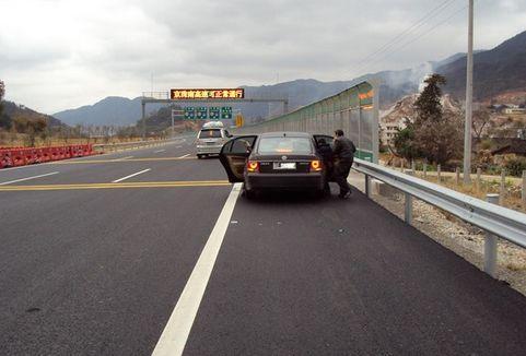 危险性极高的高速开车八条忌讳 你中枪几条?