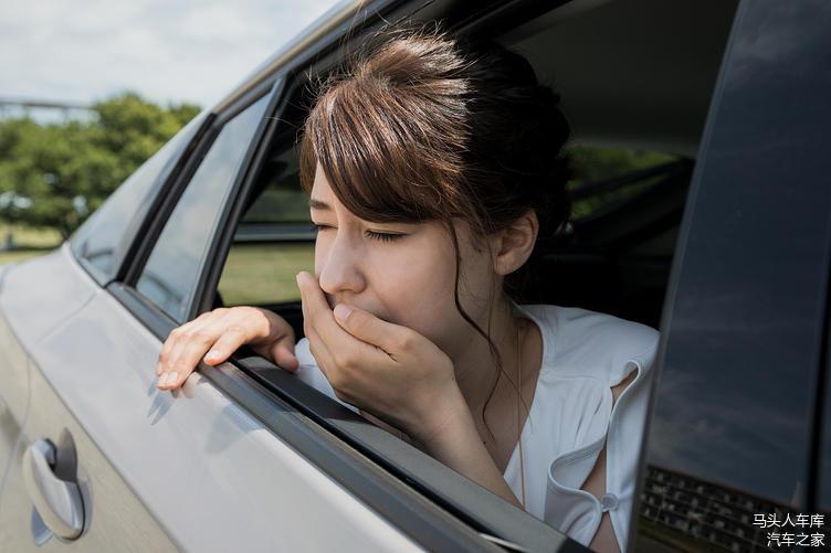 在玻璃关死的情况下 在车里睡一晚 氧气够吗