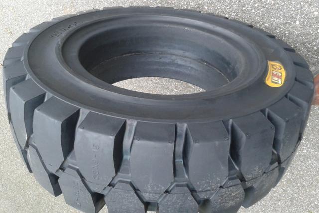 70%的高速事故由爆胎引起 那为啥不用实心轮胎