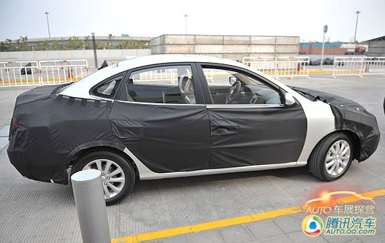 上海车展探营报道 北京现代悦动改款亮相