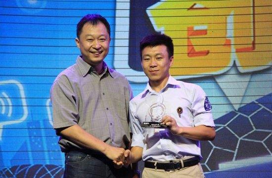 吴毓为东风标致408狮友团颁奖
