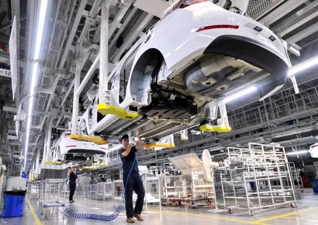 十部门发文促汽车消费:鼓励农村汽车更新升级 放宽皮卡进城
