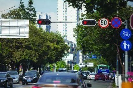 不是说红灯能右转吗 为什么被扣了6分