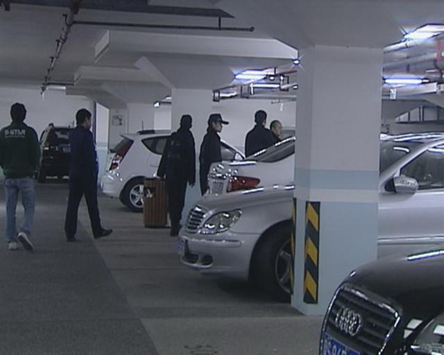 """中国廉价""""豪车超市"""" 10万买奔驰S600!"""