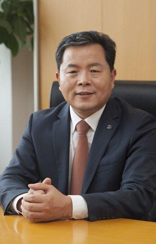 北京奔驰党委书记、高级执行副总裁陈宏良