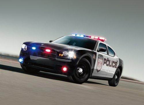 克莱斯勒发布2011款款追击者挑战福特警车