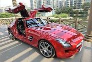 奔驰超跑SLS AMG提车作业