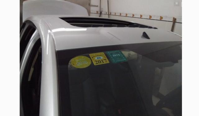 车上的这个标志可以不用贴了 车管所 不会再强制了