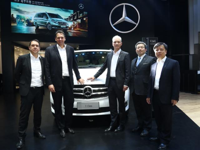 福建奔驰全新V级豪华多功能车 登临北京国际车展
